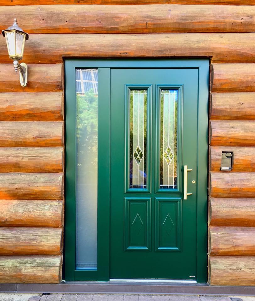 Haustüre aus Holz und Alumnium